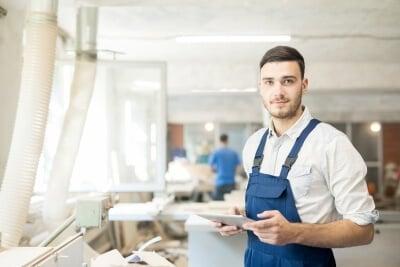 Zufriedener Handwerker nach einem Verkaufstraining